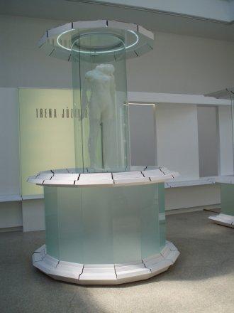 KOLEKCE SÉRIE / kruhová vitrína
